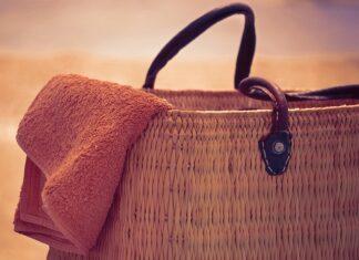 Torba plażowa pomieści najważniejsze rzeczy